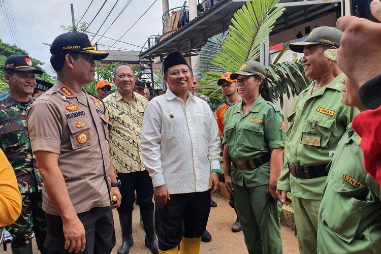 Wakil Gubernur Jawa Barat, UU Ruzhanul Ulum di Perumahan Bumi Nasio Bekasi, Kamis (27/2/2020).
