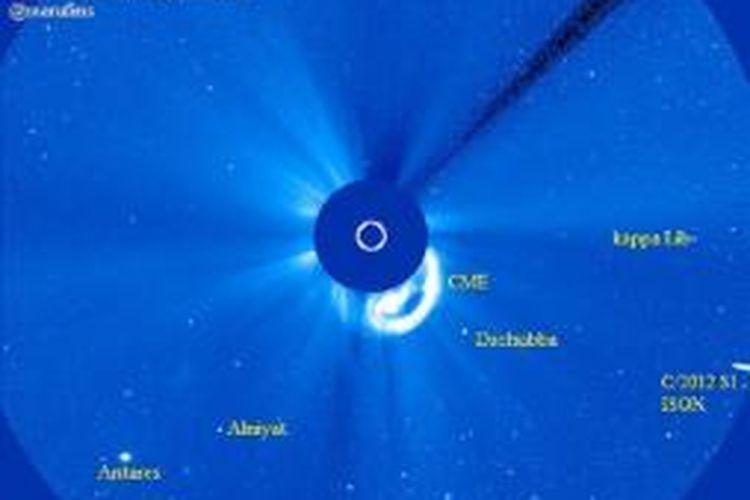 Komet ISON dalam medan pandang wahana instrumen LASCO 3 pada satwlit SOHO milik NASA.