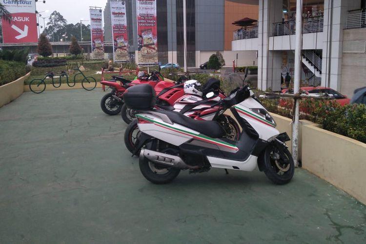 Ilustrasi parkir motor khusus moge yang terletak di Tangcity Mall