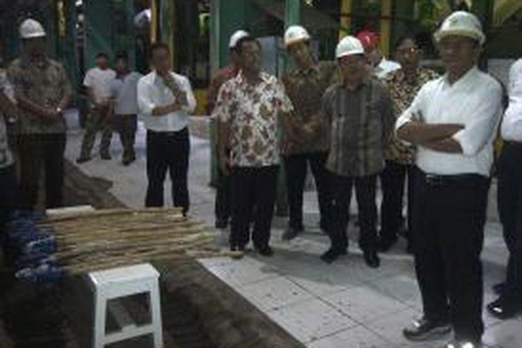 Menteri BUMN Dahlan Iskan, saat membuka giling tebu perdana di Pabrik Gula (PG) Krebet Baru, Kabupaten Malang, Jawa Timur, Minggu (11/5/2014).
