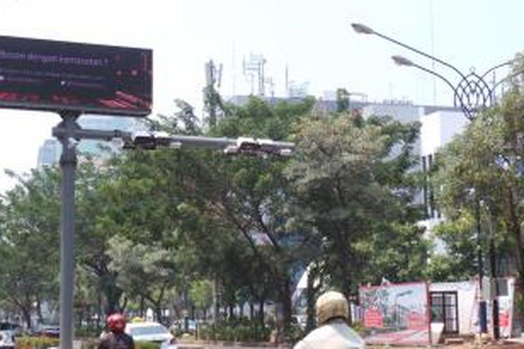 Salah satu alat ERP yang terpasang di Jalan HR Rasuna Said, Jakarta Selatan. Gambar diambil pada Senin (29/9/2014)