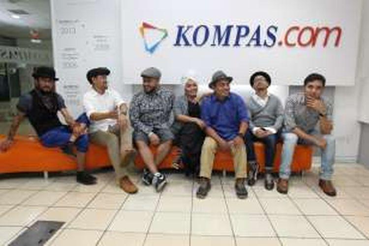 Grup Band The Groove berposes usai menjalani sesi wawancara di Kantor Redaksi Kompas.com, Jakarta, Rabu (20/7/2106). Setelah lama vakum The Groove kembali menelurkan album baru bertajuk Forever U'll Be Mine.
