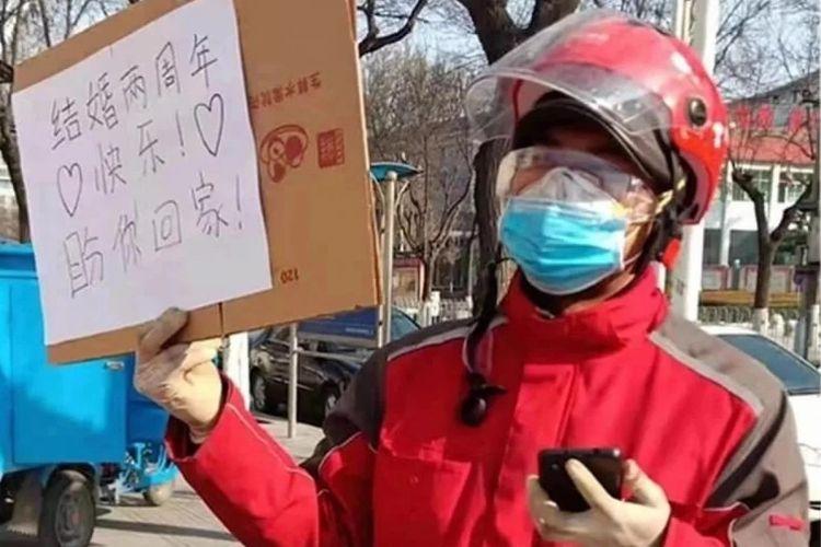 Zhang Jiapeng mengirim pesan penuh cintah kepada istrinya yang merupakan perawat di Weinan, China, setelah mereka terpisah akibat wabah virus corona.