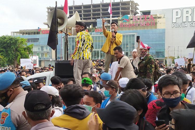 Demonstrasi menolak omnibus law UU Cipta Kerja di Alun-alun Purwokerto, Kabupaten Banyumas, Jawa Tengah, Kamis (15/10/2020).