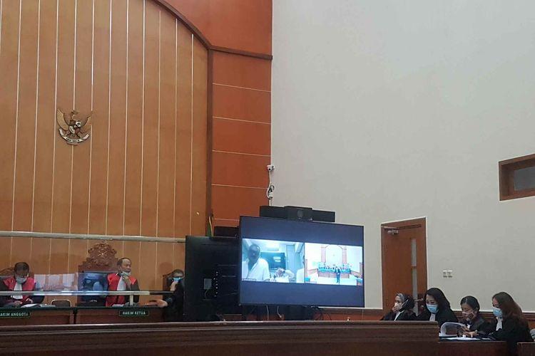 Sidang perkara pembunuhan berencana dan pengeroyokan yang menjerat John Kei dan kawan-kawan kembali digelar Selasa (18/5/2021) di Pengadilan Negeri Jakarta Barat.