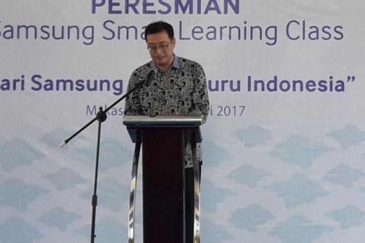 Kanghyun Lee, Vice President Corporate Business and Corporate Affairs PT Samsung Electronics Indonesia, saat memberikan sambutan peresmian program Samsung Learning Center, Dari Samsung untuk Guru Indonesia di Makassar, Sulawesi Selatan, Selasa (27/2/2017).