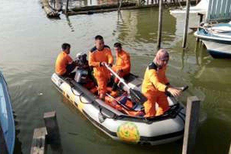 Tim Basarnas Kutai Timur bersiap melakukan pencarian dua korban ABK LCT Sumber Bahagia Jaya di perairan Birah Birahi di Kutai Timur.