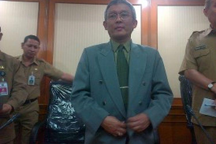 Prof. Sadu Wasistiono mendapat mandat dari Mendagri Gamawan Fauzi sebagai Plt Rektor IPDN menggantikan I Nyoman Sumaryadi yang mengundurkan diri, Rabu (26/6/2013).