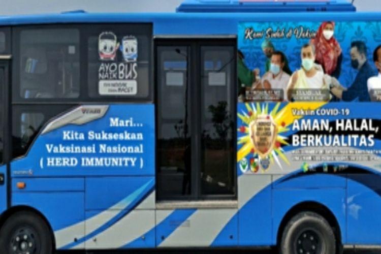 Bus vaksinasi keliling Kota Pekanbaru, Riau.