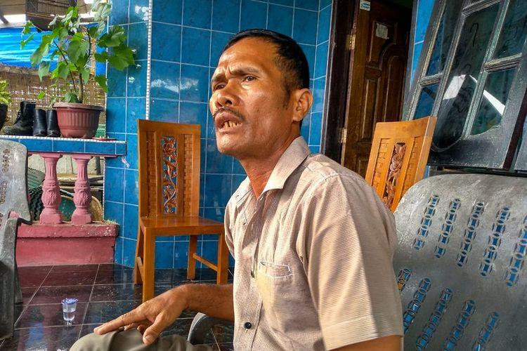 Rudi Suharto (52) merasa sedih tiga anaknya terkait bom bunuh diri di Mapolrestabes Medan pada Rabu pagi (13/11/2019). Ketiganya yakni Aris (28), Andri (25) dan Fadli (23). Saat ini Andri melarikan diri.
