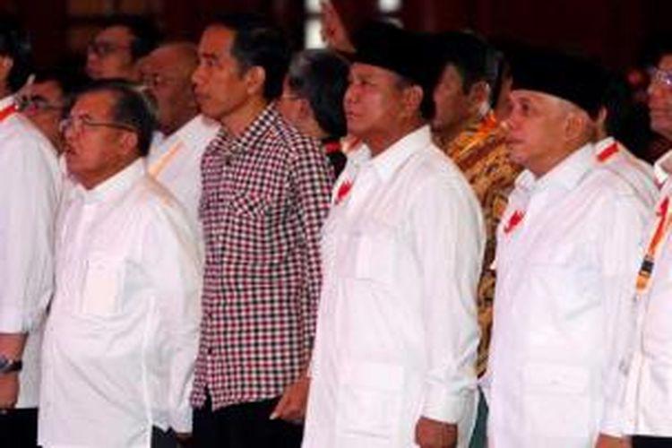 Pasangan calon presiden dan wakil presiden Prabowo Subianto - Hatta Rajasa dan Joko Widodo - Jusuf Kalla saat Deklarasi Pemilu Berintegritas dan Damai di Jakarta, Selasa (3/6/2014). Acara yang diselenggarakan Komisi Pemilihan Umum tersebut menandai dimulainya masa kampanye Pilpres dari 4 Juni sampai 5 Juli.
