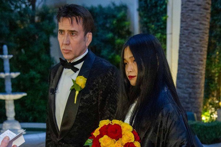 Nicolas Cage dan Riko Shibata menikah. Perbedaan usia mereka 31 tahun