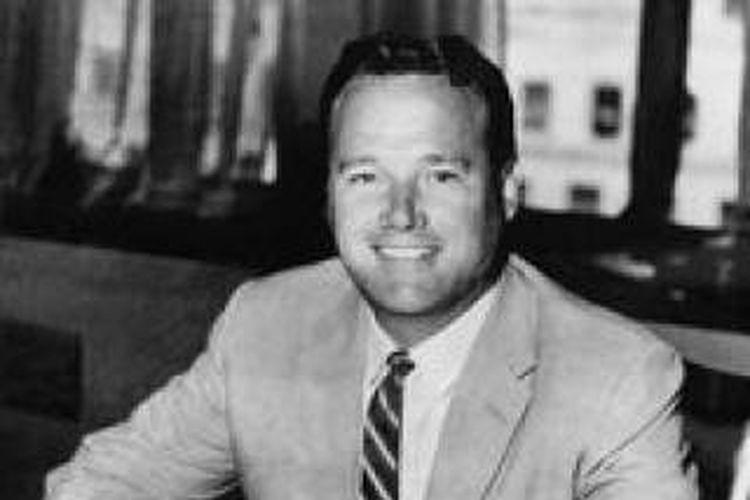 Keith Tantlinger lahir di Orange, California, pada 22 Maret 1919 dari orang tua yang bekerja sebagai petani jeruk.