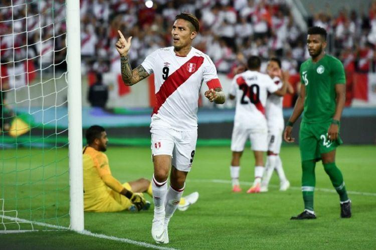 Paolo Guerrero merayakan gol timnas Peru ke gawang Arab Saudi pada laga uji coba jelang Piala Dunia, 3 Juni 2018.