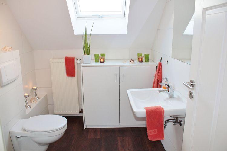 Kamar mandi dengan skylight