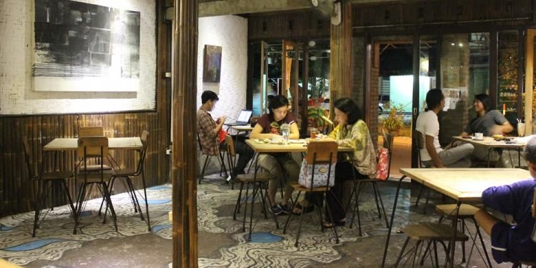 Sellie Coffee menjadi salah satu lokasi syuting film AADC2 tempat Rangga dan Cinta berbincang-bincang setelah lama tak bertemu.