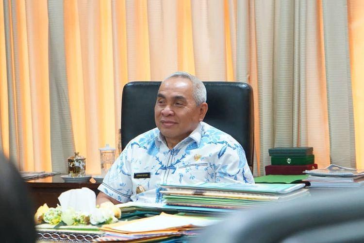 Gubernur Kalimantan Timur Isran noor saat  diruang kerjanya di Kantor Gubernur Kaltim Jalan Gajah Mada, Samarinda, Kalimantan Timur, Kamis (11/3/2020).