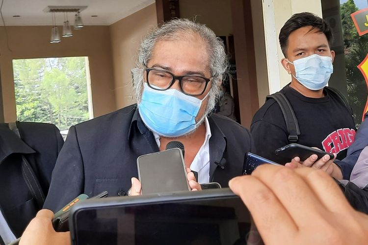 Ketua Komnas PA Arist Merdeka Sirait saat diwawancara di Mapolres Batu, Jawa Timur, Rabu (9/6/2021).