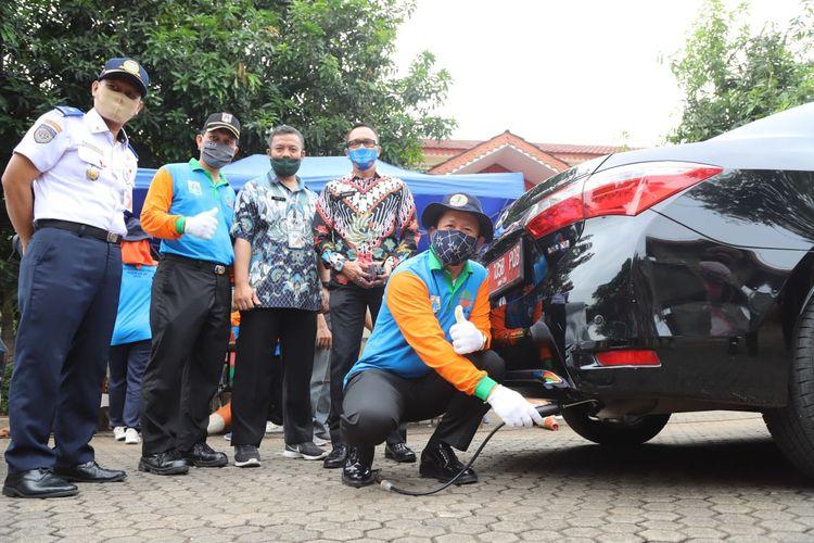 Uji emisi di bagi kendaraan ASN di lingkungan Kantor Wali Kota Jakarta Utara, Kamis (9/7/2020)