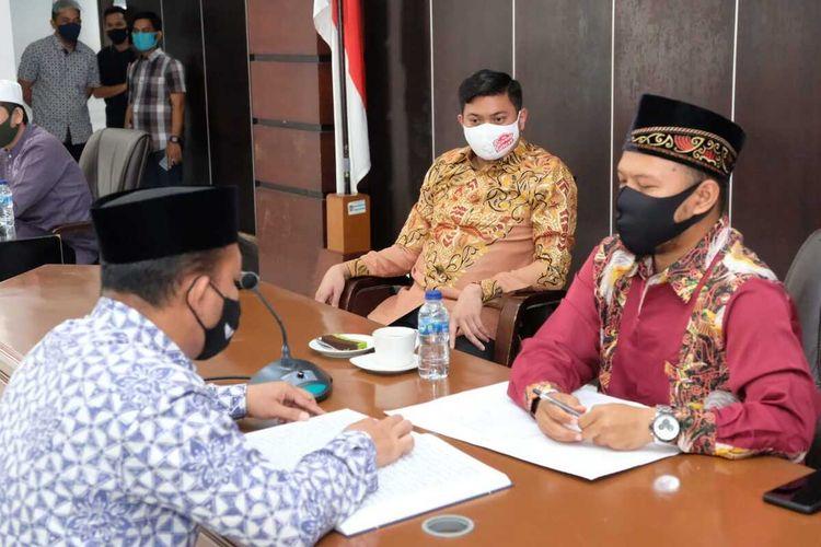 Suasana tes baca Alquram bagi puluhan pejabat di Kabupaten Gowa, Sulawesi Selatan. Minggu, (30/8/2020).