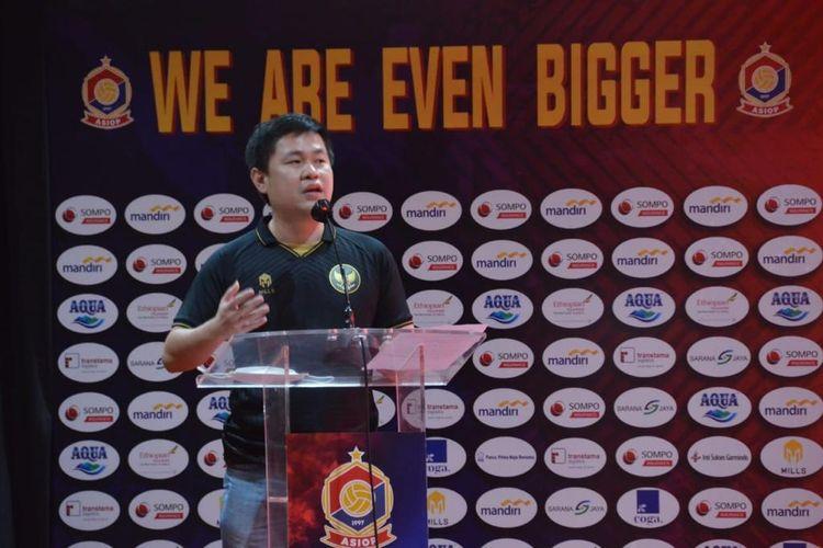 CEO PT Mitra Kreasi Garmen, Ahau, dalam acara Mills bekerja sama dengan klub Liga 2 PSG Pati.