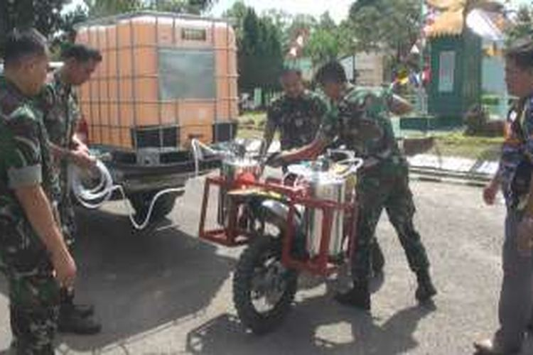 Tni Modifikasi Sepeda Motor Jadi Kendaraan Pemadam Kebakaran Lahan