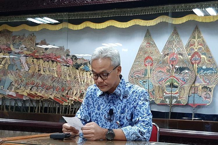 Gubernur Jawa Tengah Ganjar Pranowo saat konferensi pers di kantor Gubernur Jateng, Selasa  (17/3/2020)