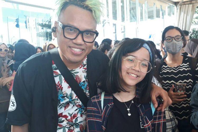 Uya Kuya menemani anaknya Cinta Rahmania membeli sejumlah merchandise Bangtan Boys di Indonesia Convention Exhibition (ICE), BSD, Tangerang, Sabtu (29/4/2017).