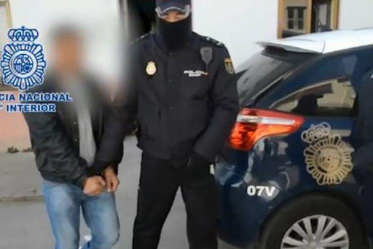 Kepolisian Spanyol menggelandang seorang pria yang menjadi pelaku perdagangan dua remaja asal Romania di Zamora.