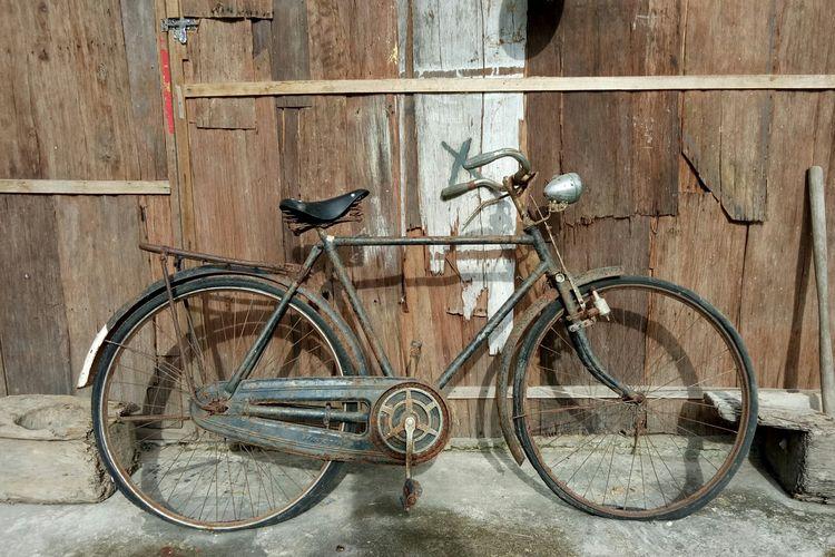 Sepeda forever yang ada di dinding bagian belakang museum, menyerupai sepeda yang ada di novel Edensor