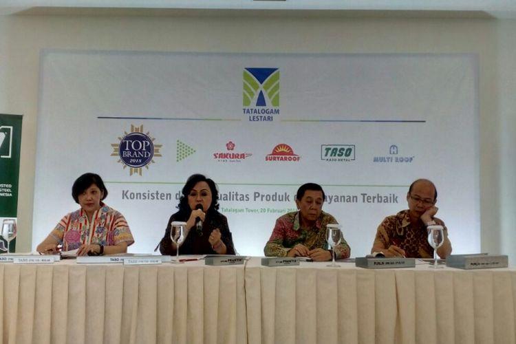 General Manager Sales & Marketing PT Tatalogam Lestari Tina Handayani Swatanto, CFO Wulani Wihardjono, CEO Yarryanto Rismono Koeswandi, GM Market Development Harsono Mintono saat jumpa pers, di Jakarta, Selasa (20/2/2018).