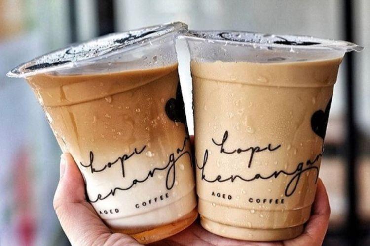 Menu favorit di Kopi Kenangan adalah kopi kenangan mantan.