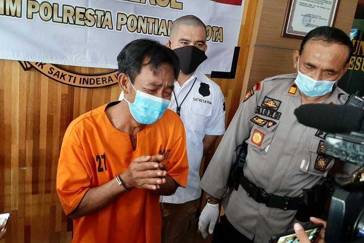 AL, tersangka pembunuhan terhadap istri dan anak tirinya di Kelurahan Banjar Serasan, Kecamatan  Pontianak Timur, Kota Pontianak, Kalimantan Barat.