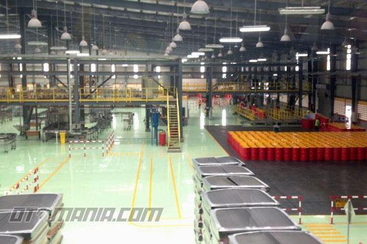 Pabrik pelumas Shell yang berlokasi di Marunda Center, Bekasi, Jawa Barat.