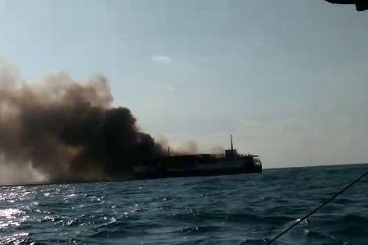 KM Bahari Indonesia yang terbakar di Laut Jawa, Selasa (21/7/2020) sore.
