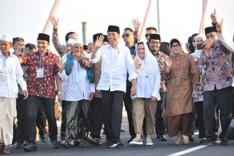 Calon Presiden No. urut satu Jokowi bersama isteri menghadiri deklarasi Alumni Jogja Satukan Indonesia pada Sabtu, 23 Maret 2019.