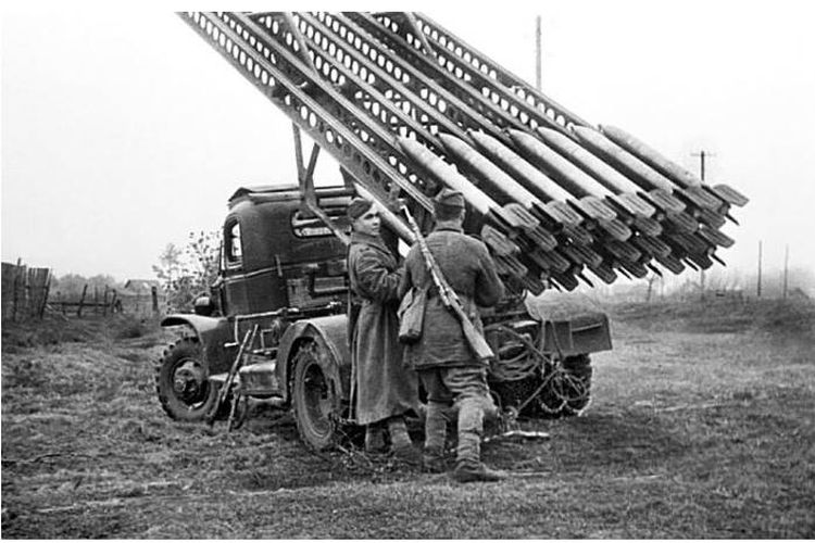Pasukan Uni Soviet sedang mempersiapkan Katyusha