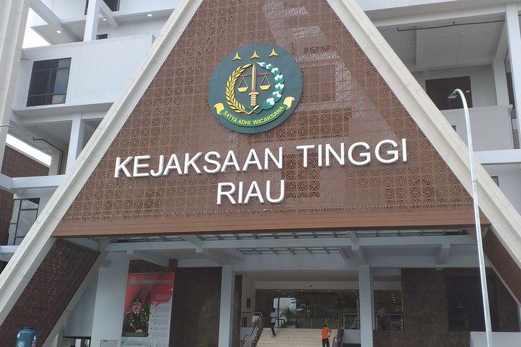 Gedung Kejati Riau di Jalan Jenderal Sudirman Pekanbaru, Riau.