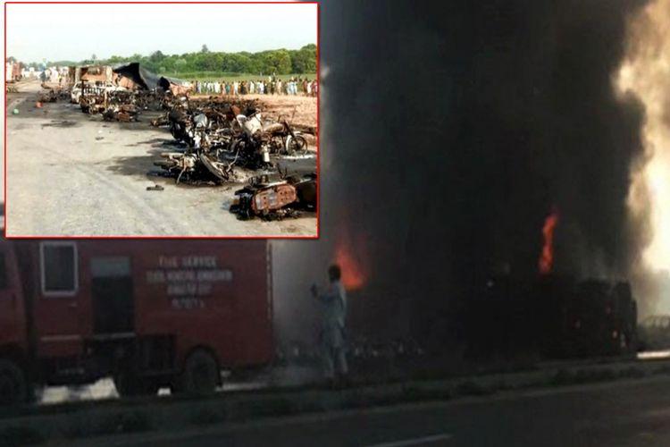 Sebuah truk pengangkut minyak terbalik dan meledak di Pakistan, Minggu (25/6/2017) pagi. Inset: sepeda motor milik warga terbakar akibat ledakan tersebut.