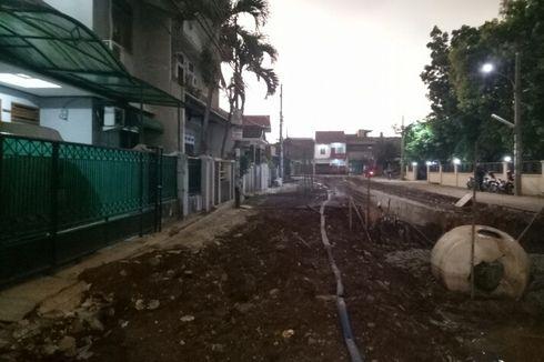 Dinas PU Sempat Kesulitan Evakuasi Truk Molen yang Tercebur di Kali Pamulang