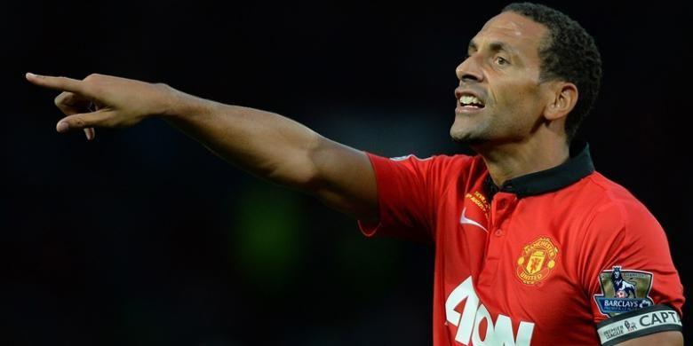 Reaksi Rio Ferdinand saat Manchester United melawan Sevilla dalam laga persahabatan di Old Trafford, Jumat atau Sabtu (10/8/2013). Pertandingan ini sekaligus laga testimonial bagi Ferdinand atas pengabdiannya selama sebelas tahun membela Setan Merah.