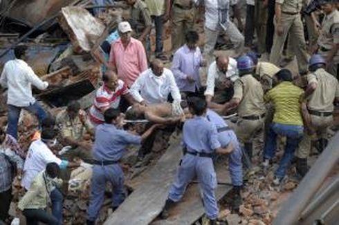 Sebuah Hotel Runtuh di India, 13 Tewas