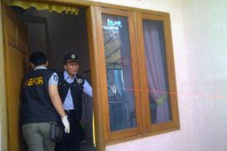 Aparat tengah melakukan olah tempat kejadian perkara di lokasi penembakan yang menewaskan seorang warga di Semarang, Kamis dinihari.