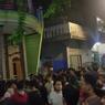 Viral, Video Warga Berkerumun Kepung Sepasang Pencuri di Cengkareng