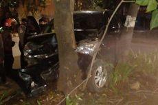 Pengemudi Diduga Mengantuk, Mobil Avanza Tabrak Pohon di Cengkareng