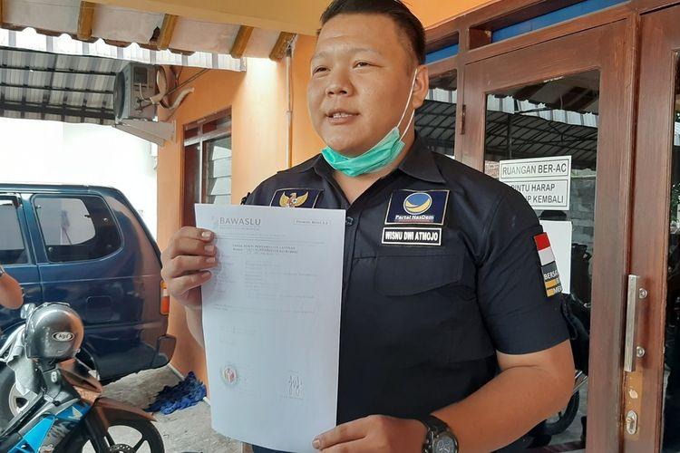 Wakil Sekretaris DPD Nasdem Gunungkidul, Wisnu Dwi Atmojo di kantor Bawaslu Gunungkidul Selasa (6/10/2020)