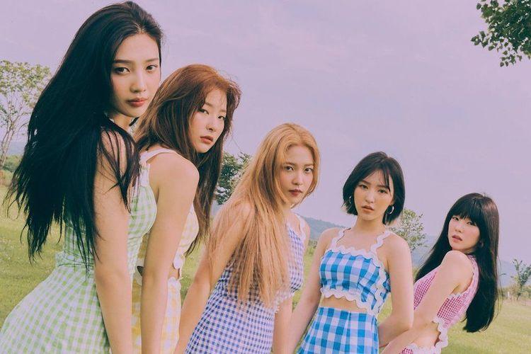 Girlband Kpop Red Velvet dalam video musik Umpah Umpah.