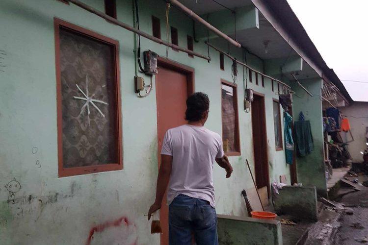 TKP pria berinisial R menganiaya tetangganya dengan menyulut api ke tubuh korban di Jalan Bangun Nusa Gang Mushola RT 003 RW 003, Kel. Cengkareng Timur, Kecamatan Cengkareng, Jakarta Barat, pada Senin (22/3/2021).