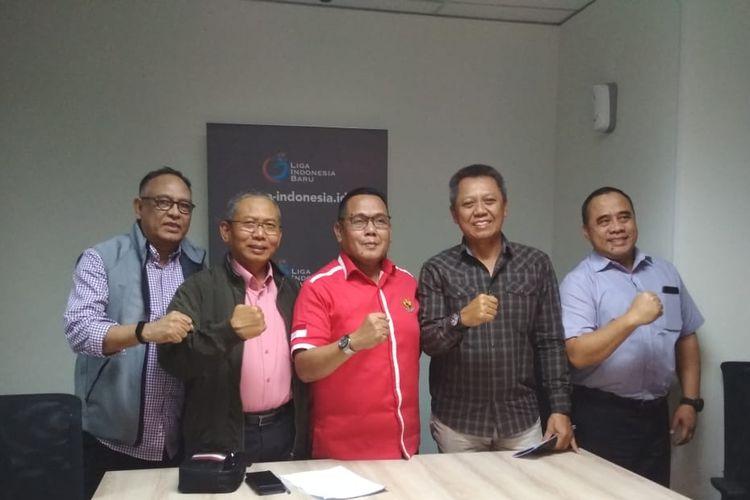 (Ki-Ka): Hasani Abdulgani (Komisaris PTI LIB), Sonhaji (Komisaris Utama PT LIB), Cucu Soemantri (Direktur Utama PT LIB), Sujarno (Direktur Operasional PT LIB) dalam acara diskusi terbuka PT LIB dan awal media di Menara Mandiri II, Jakarta, Selasa (4/2/2020).