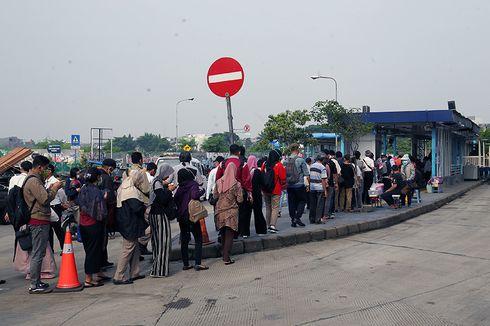 Antisipasi Kepadatan karena Ganjil Genap, Bus Cadangan Disiapkan di Halte Transjakarta